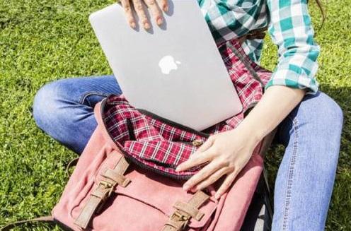 abfc5834be154 Po wyborze odpowiedniego plecaka ciężar laptopa praktycznie nie powinien  być dla nas odczuwalny. Ważne jest jednak to
